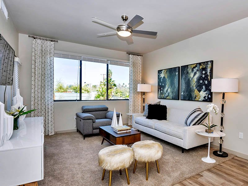 Living Room | The Curve at Melrose Apartments in Phoenix, AZ