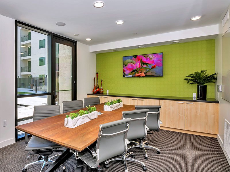 Conference Room | The Curve at Melrose Apartments in Phoenix, AZ