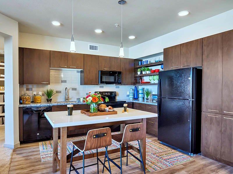 Kitchen | The Curve at Melrose Apartments in Phoenix, AZ