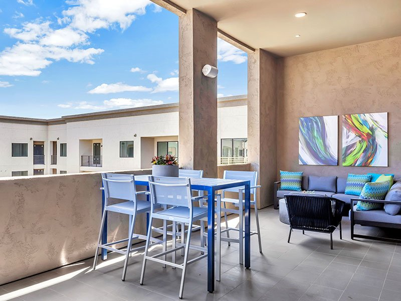 Clubhouse Patio | The Curve at Melrose Apartments in Phoenix, AZ