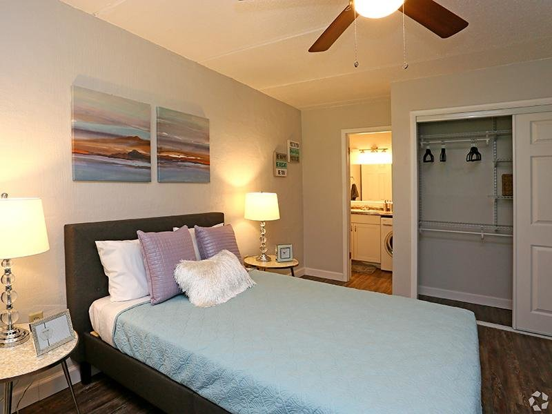 Room   The Edge @ 401 Apartments