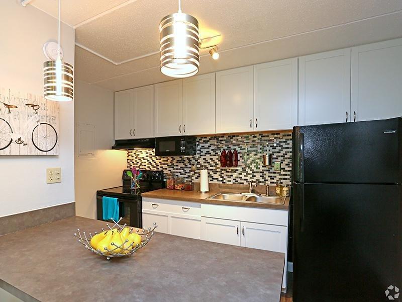 Kitchen   The Edge @ 401 Apartments