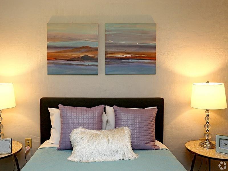 Bedroom   The Edge @ 401 Apartments