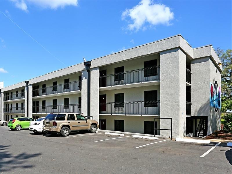 Building   The Edge @ 401 Apartments