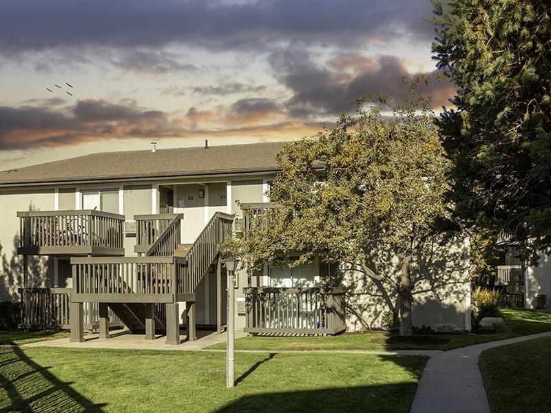 Exterior | Apartments at Decker Lake