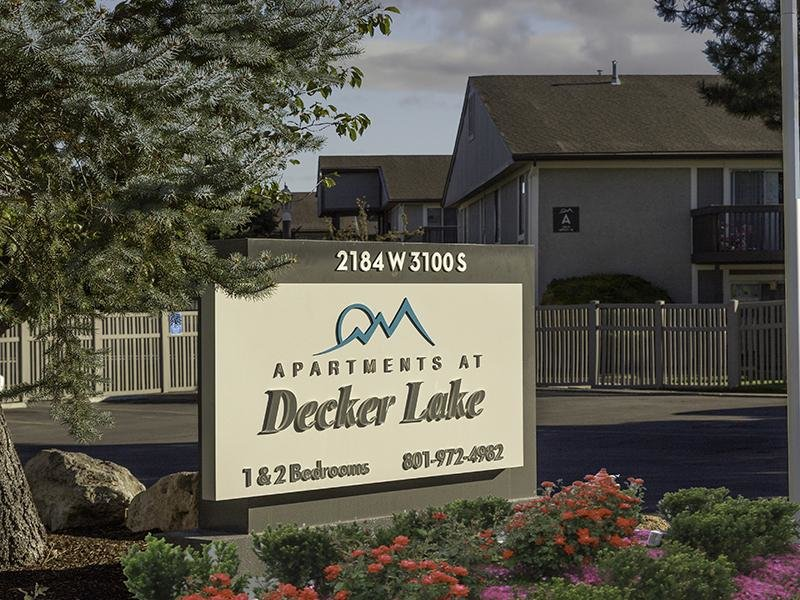 Welcome Sign | Apartments at Decker Lake