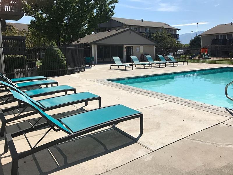 Swimming Pool | Apartments at Decker Lake