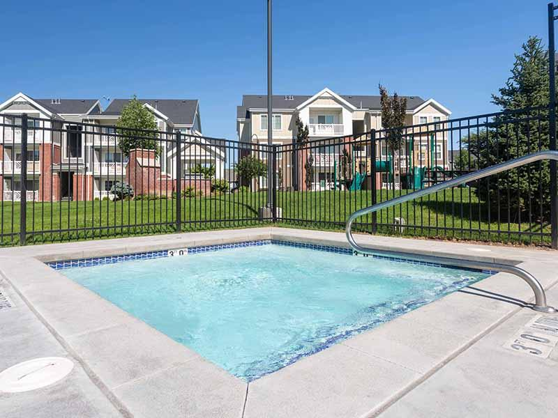 Hot Tub | Cresthaven Apartments