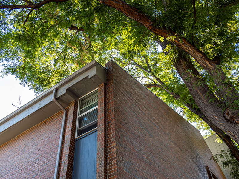 Apartment Exterior | Lakeview Heights in Lakewood, CO