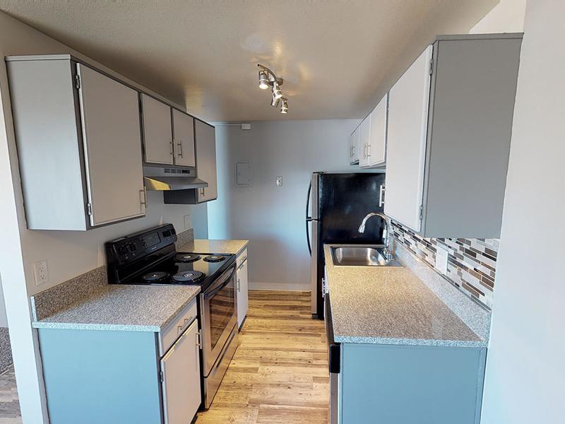 Apartment Kitchen   Riviera Apartments in Northglenn, CO
