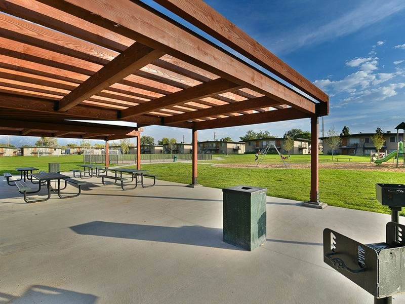 BBQ and Picnic Area | Park Central Apartments