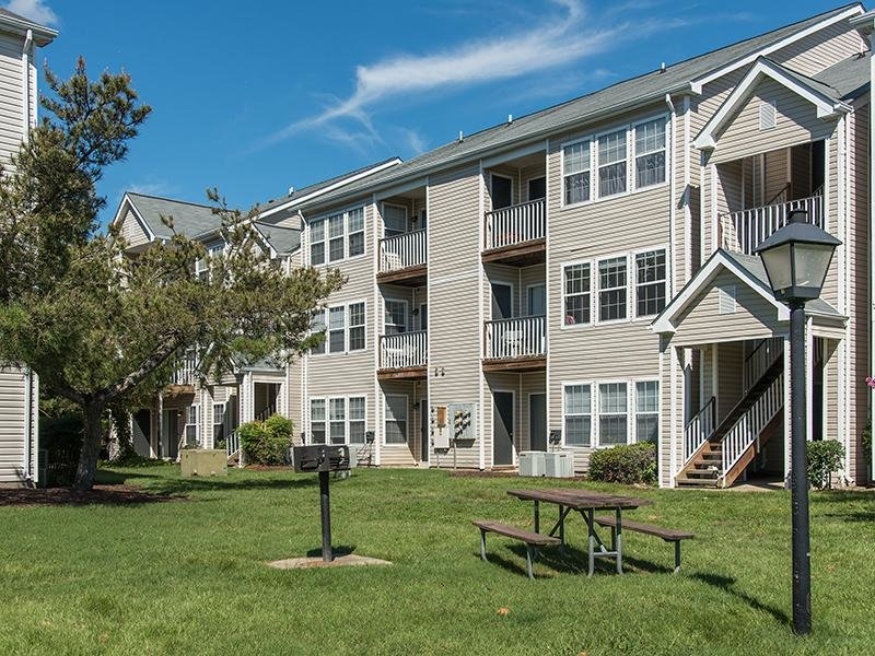 Courtyard | Latitudes Apartments in Virginia Beach