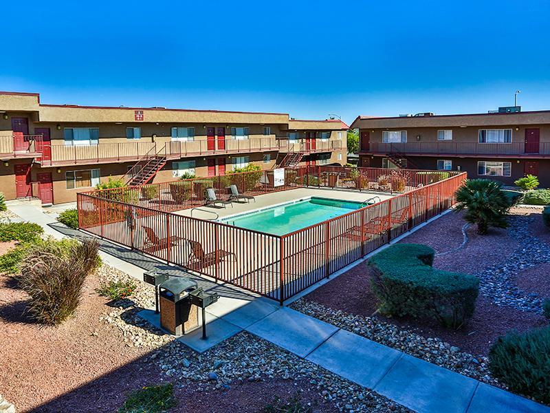 Swimming Pool | El Parque Villas in Las Vegas