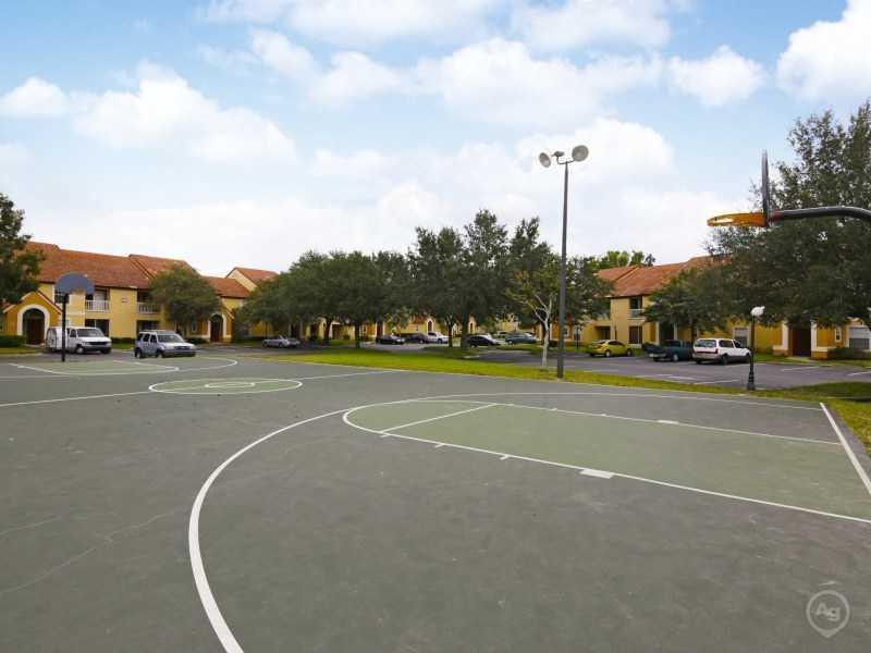 Lake Tivoli | Apartments with a Basketball Court
