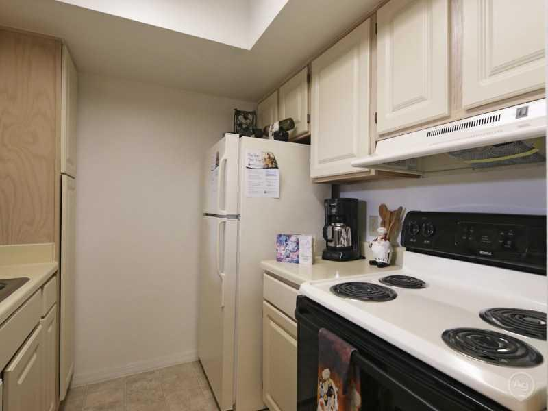 Fully Equipped Kitchen | Lake Tivoli Apartments