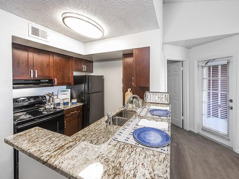 Deluxe Kitchen | Lake Tivoli Apartments