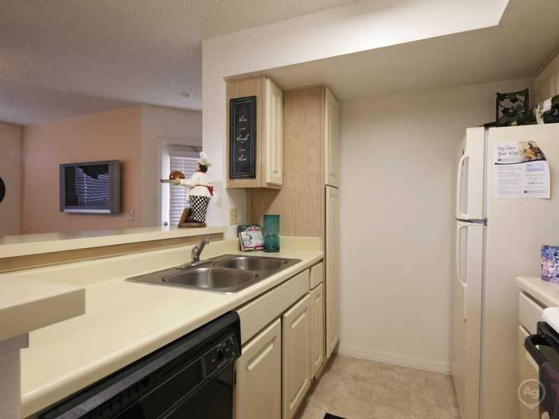 Kitchen | | Lake Tivoli Apartments