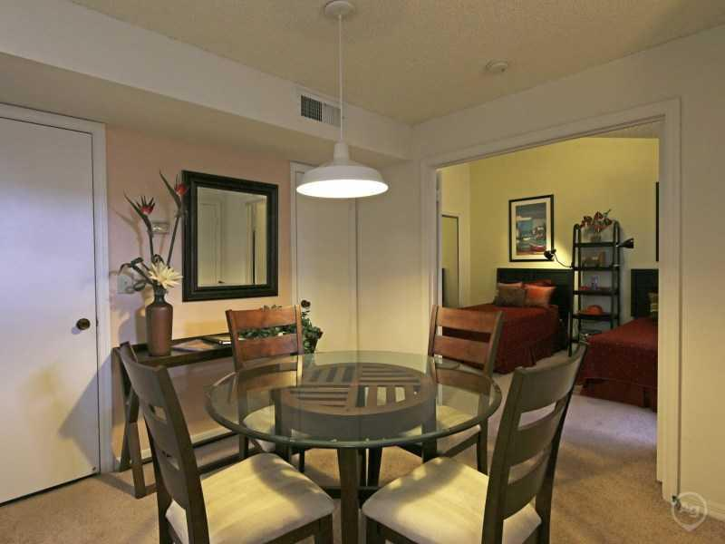 Dining Area | Lake Tivoli Apartments