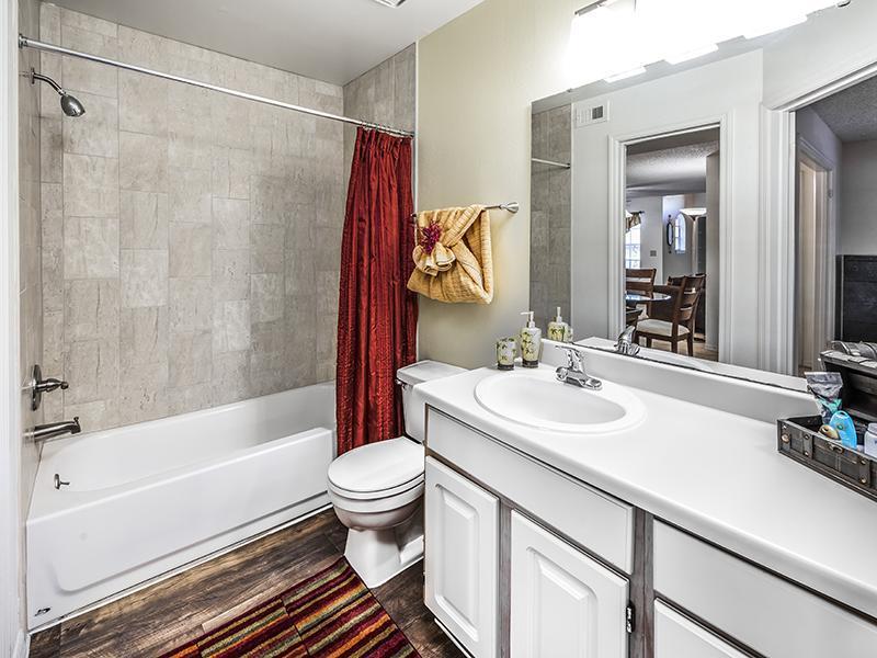 Classic Bathroom | Lake Tivoli Apartments