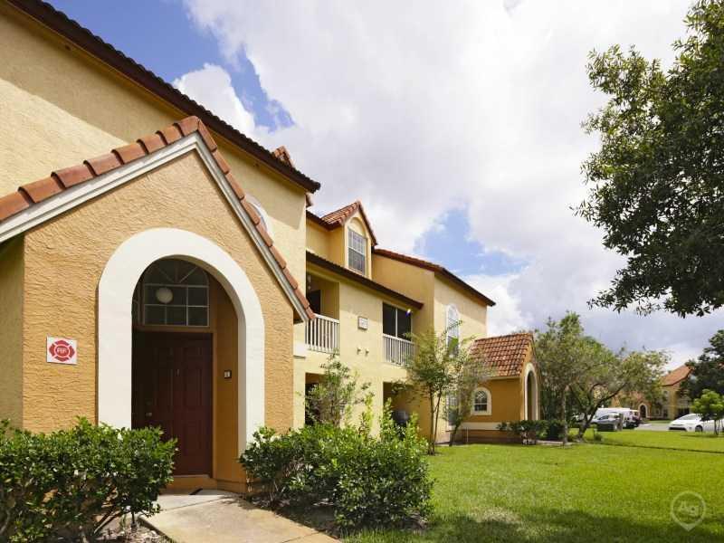 Lake Tivoli Apartments | Kessimmee, FL