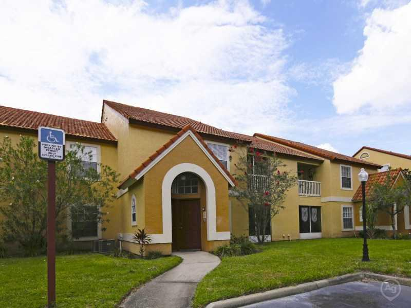Lake Tivoli Apartments | In Kessimmee, FL
