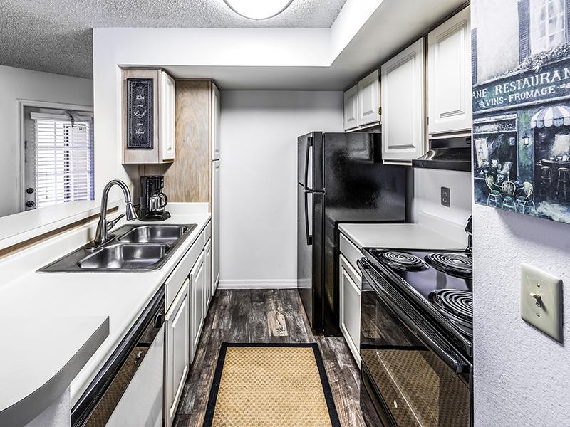 Fully Equipped Kitchen   Lake Tivoli Apartments