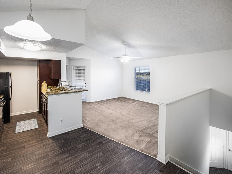 Deluxe Dining Area | Lake Tivoli Apartments