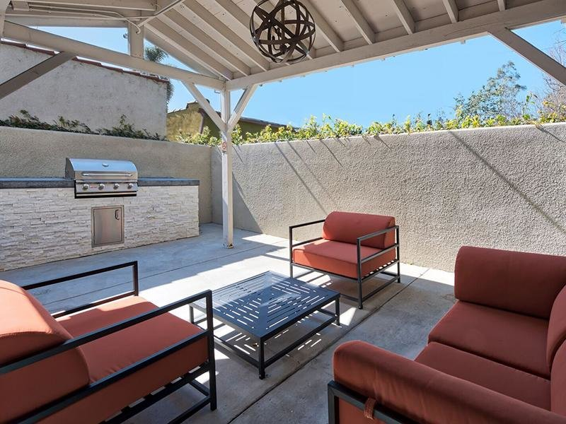 Patio Lounge | The Grand at 5746