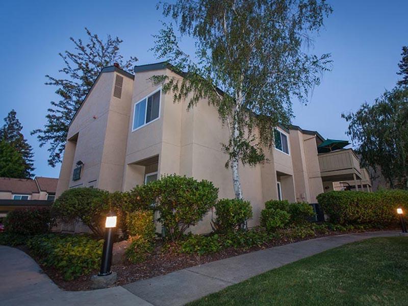Exterior | Rosemont Park Sacramento Apartments