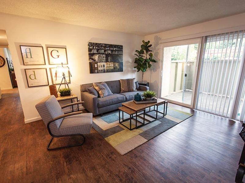Interior Living Room | Rosemont Park Apartments