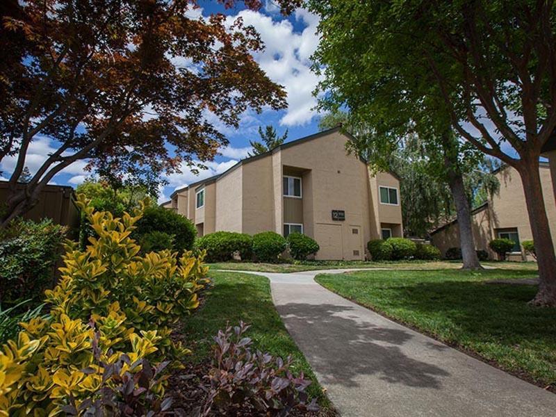 Exterior | Rosemont Park Apartments in Sacramento CA