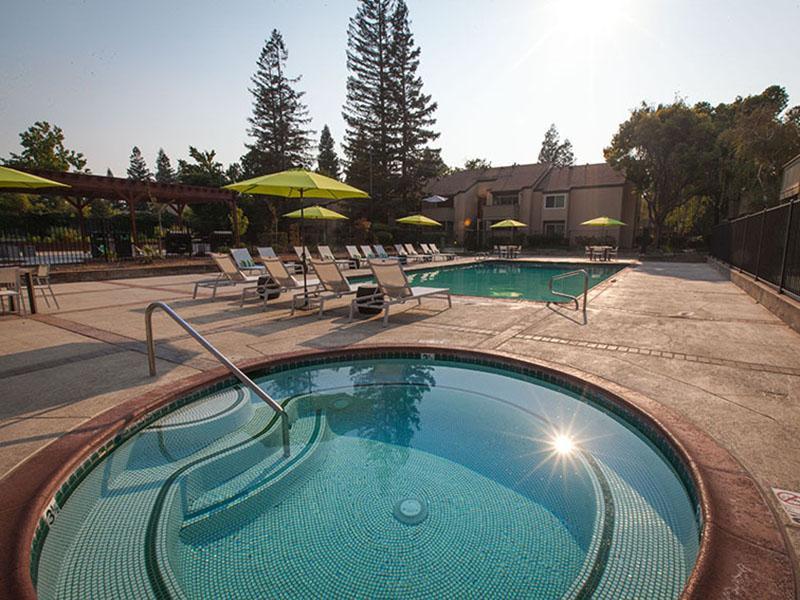 Swimming Pool Spa | Rosemont Park 95826 Apartments