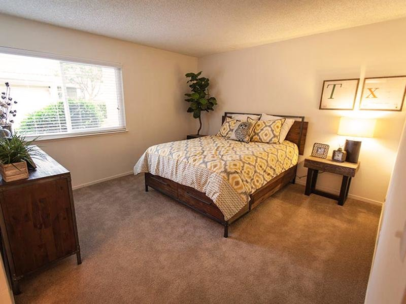 Bedroom | Rosemont Park Sacramento Apartments