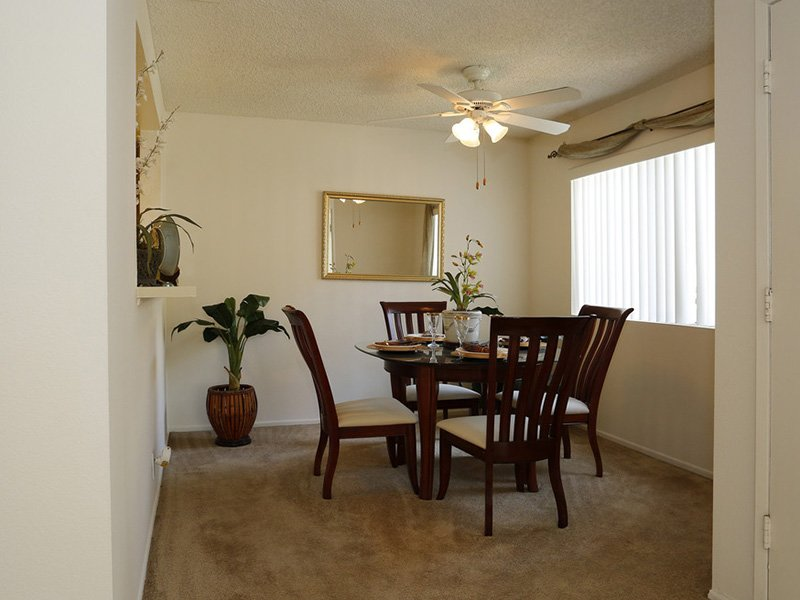 Dining Room | Meadowood Apartments