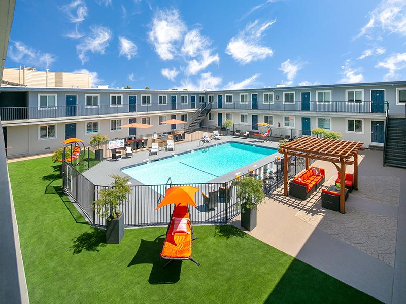 Swimming Pool | Bay Vista Apartments