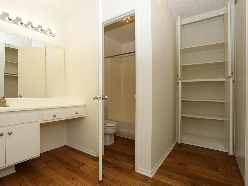 1 Bedroom Bathroom | Tribeca Apartments