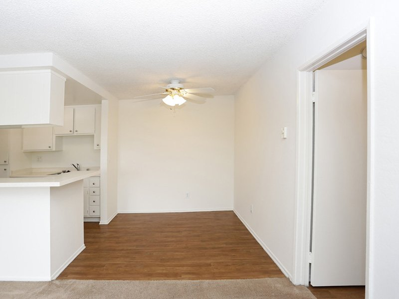 2 Bedroom Dining Room | Tribeca Apartments