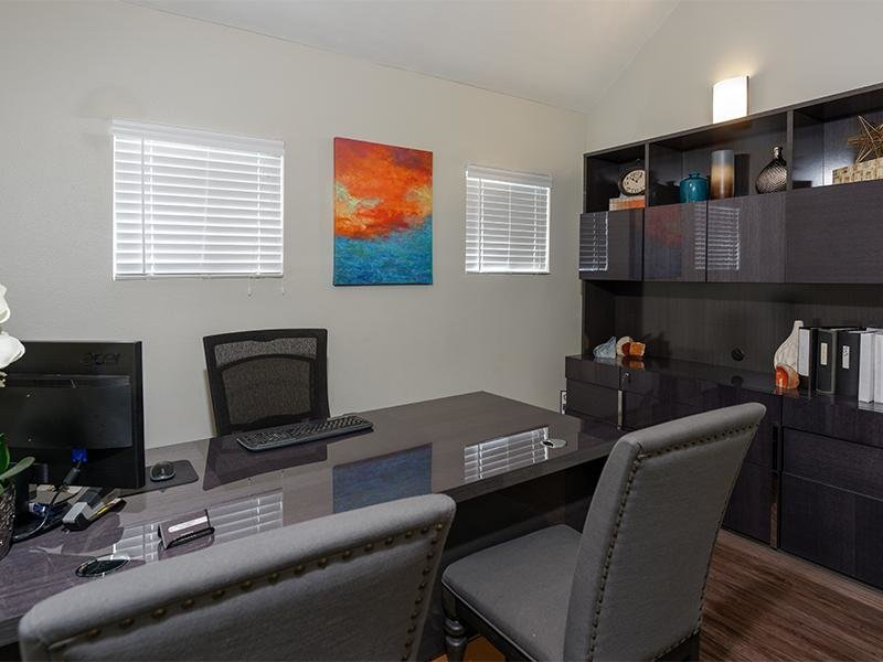 Leasing Office | Vista la Rosa
