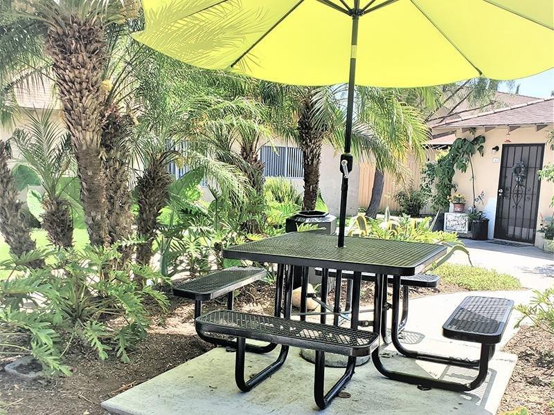 Sitting Area | Anaheim Cottages