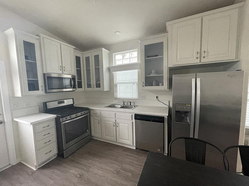 Fully Equipped Kitchen | Hollywood Backlot Bungalows
