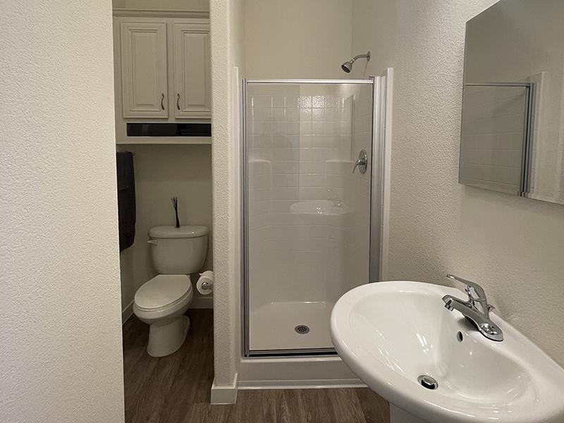 Bathroom | Hollywood Backlot Bungalows
