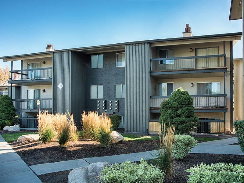 Exterior | Country Lake Apartments in UT