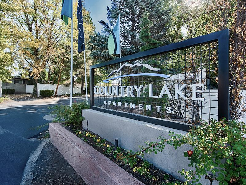 Welcome Sign | Country Lake Apartments