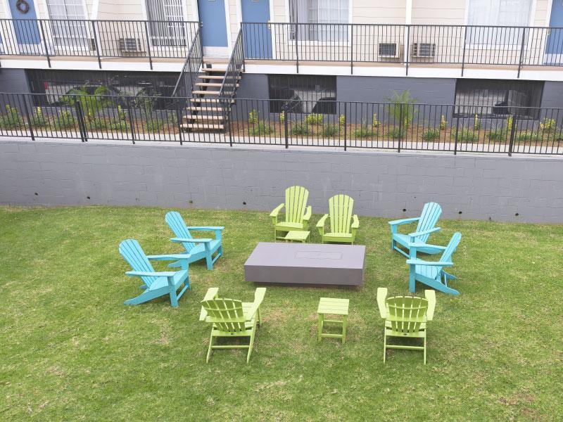 Apartment front yard   Lake Balboa Apartments