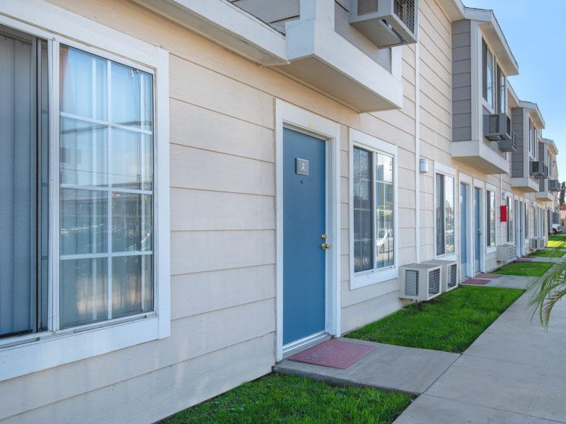 Residents main entrance view   Lake Balboa Apartme