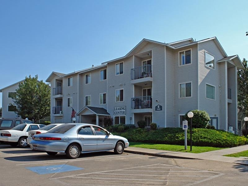 Building | Whispering Pines Apartments