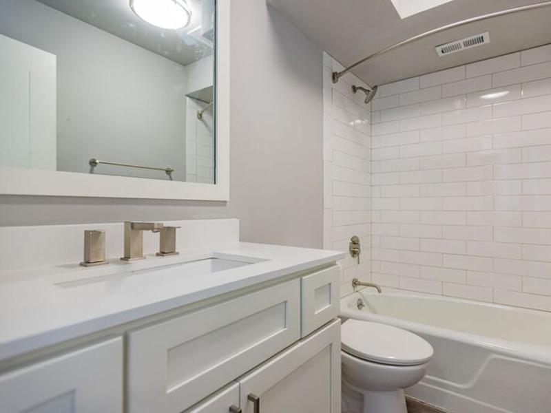 Bathroom - Shenandoah Apartments - Salt Lake City