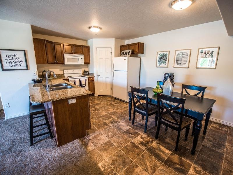 Kitchen and Dining Area | Settlers Landing