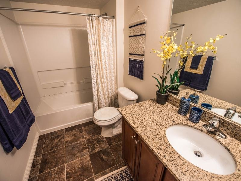 Bathroom Shower | Settlers Landing