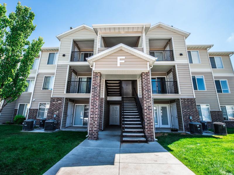 Apartment Exterior | Settlers Landing